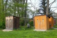 Trockentrenntoiletten und Waschhäuschen